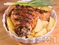 Рецепта Крехко бавно печено агнешко бутче за Великден или Гергьовден с картофи на фурна, хрупкава коричка и паста от билки
